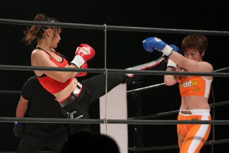 レーナ(RENA) vs 石岡沙織