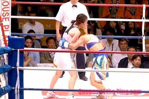 黒木優子 VS 花形冴美