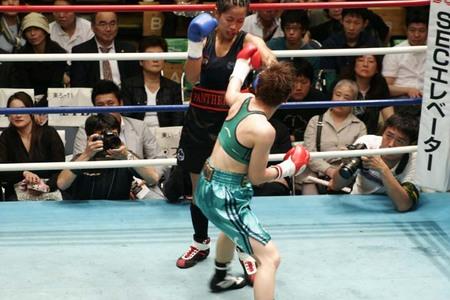 菊地奈々子 vs ジェレミー・タバスタバス