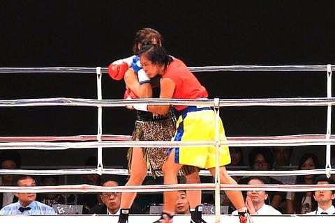 隣井朝子 vs サイトンレック4