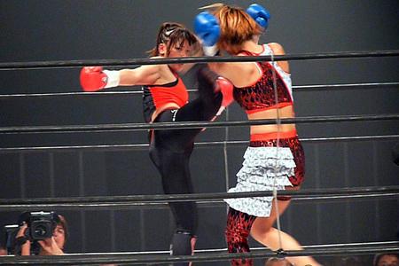 レーナ(RENA) vs 吉田正子
