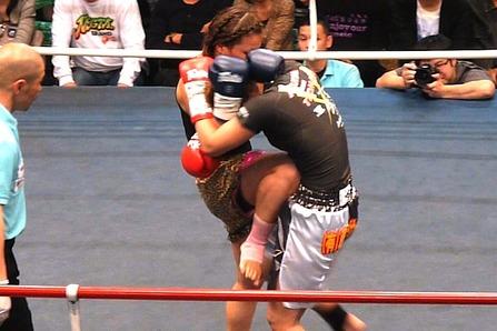AZUMA vs 大石綾乃