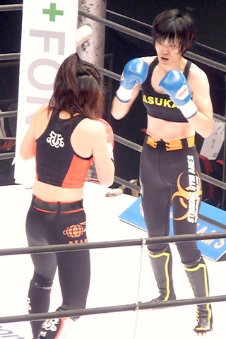 MIO vs 井上明日香